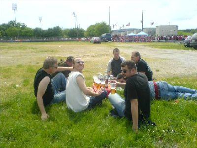 Picknick vor Clubspiel im Schöller-S des Norisring
